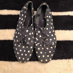Navy blue & white polka dot shoe